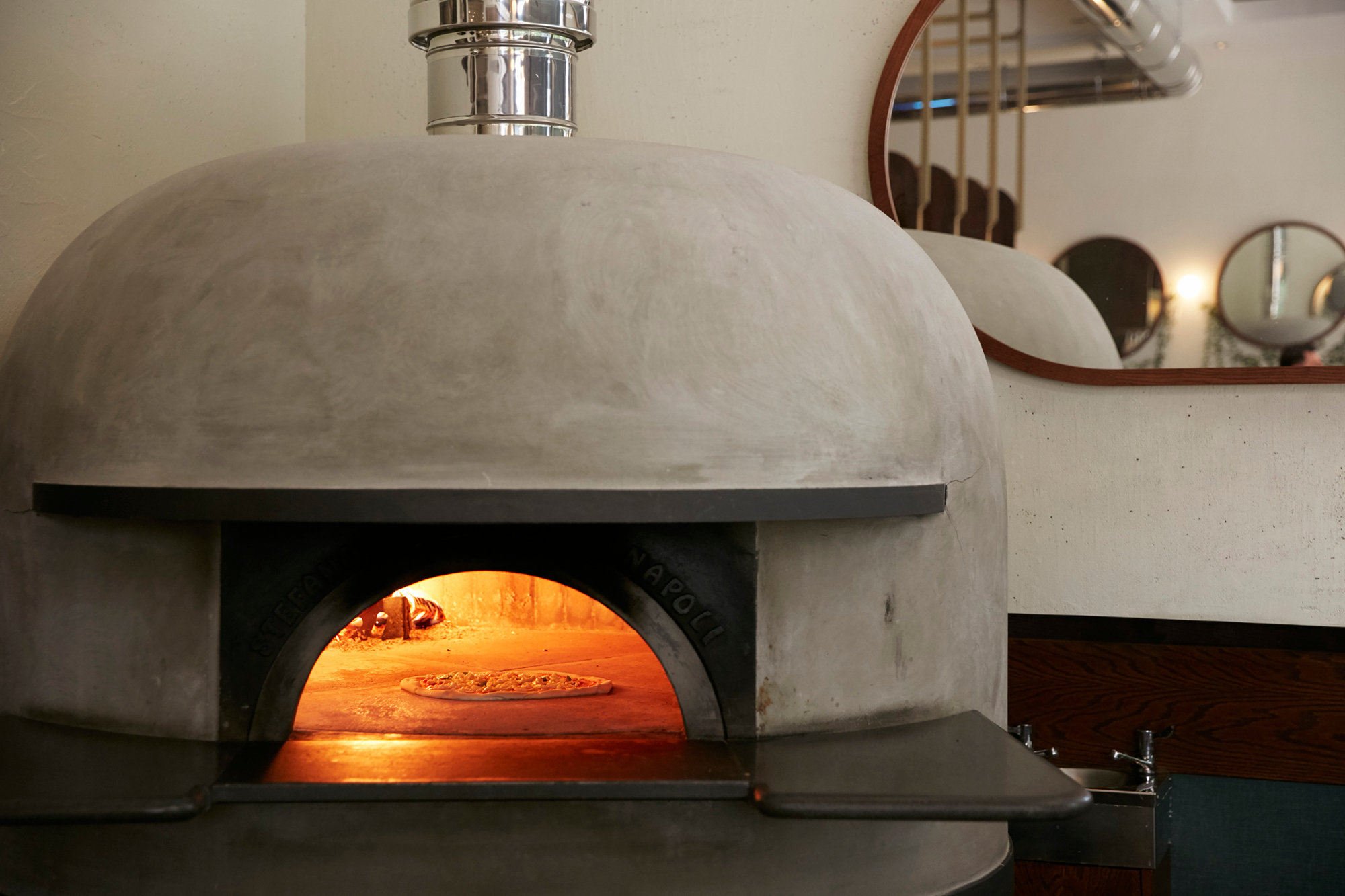 'O ver St James's pizza oven