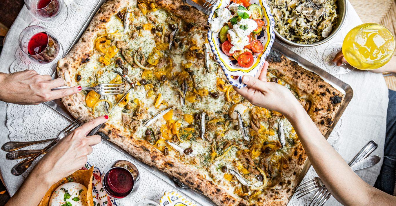 Metre-long pizzas at Circolo Popolare