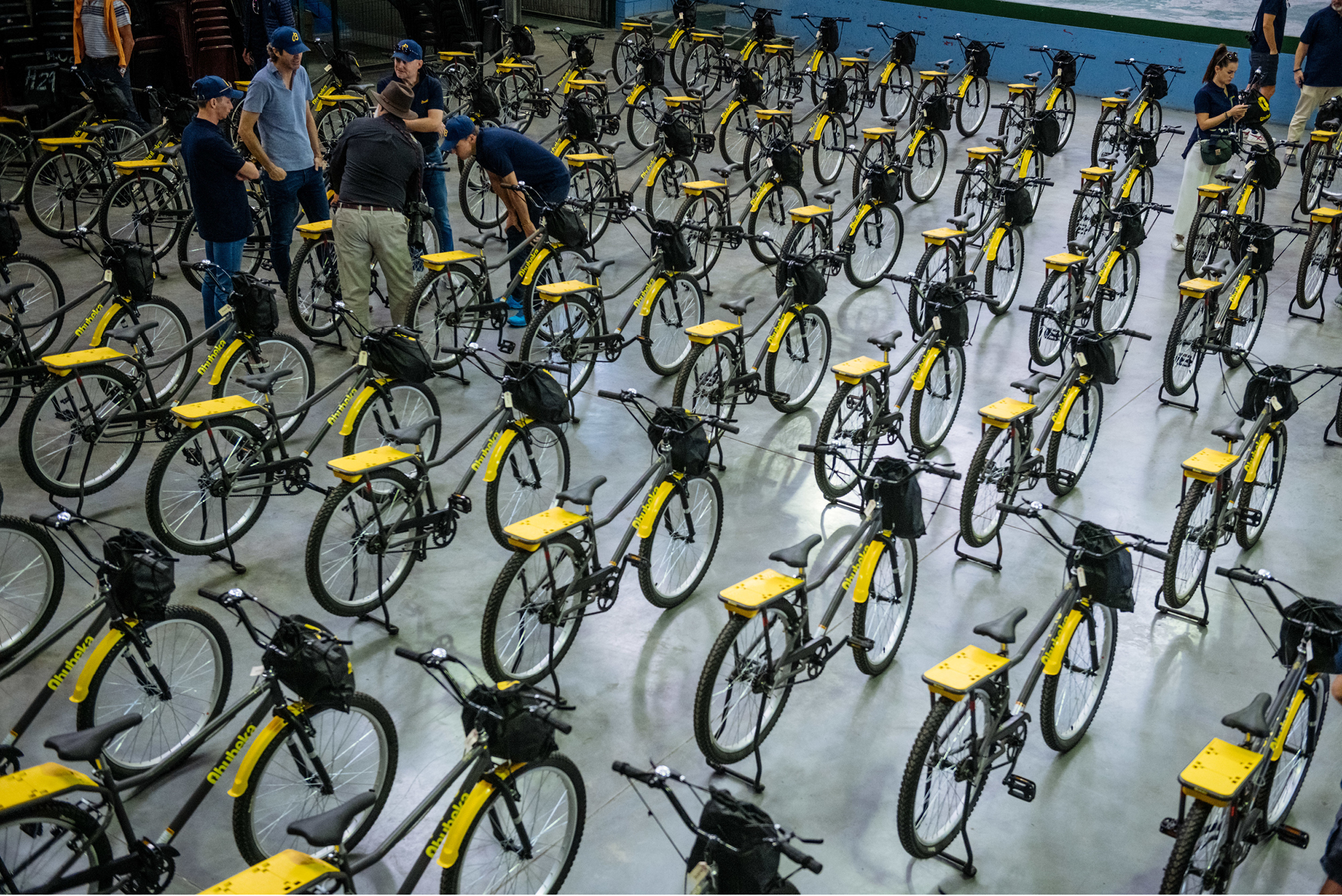 Qhubeka distributed 100 Breitling-funded bicycles to 100 pupils at the Usasazo Secondary School in Khayelitsha, Cape Town.