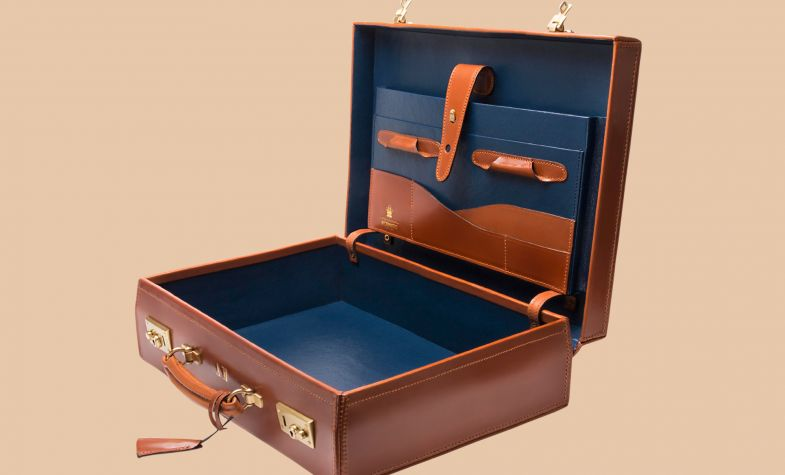 St James attaché case in Hazelnut.