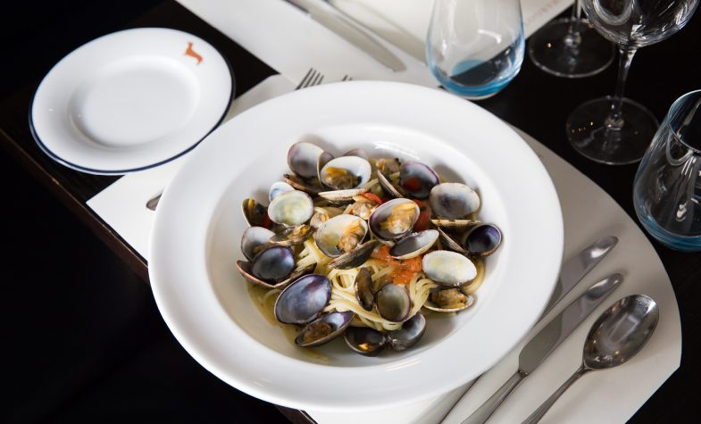 Linguine con vongole, linguine with clams, white wine garlic, chilli and parsley