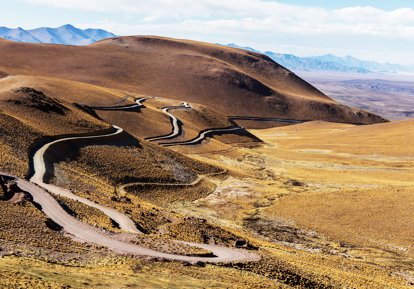 The winding R40 'highway' through the Andes
