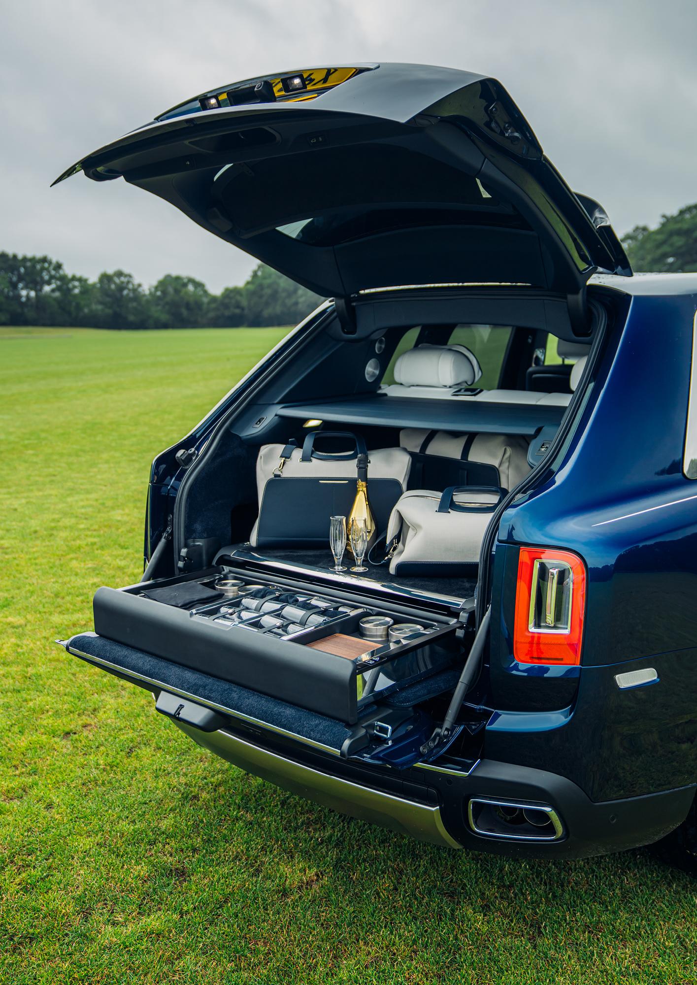Arrive in style in a Rolls-Royce Cullinan