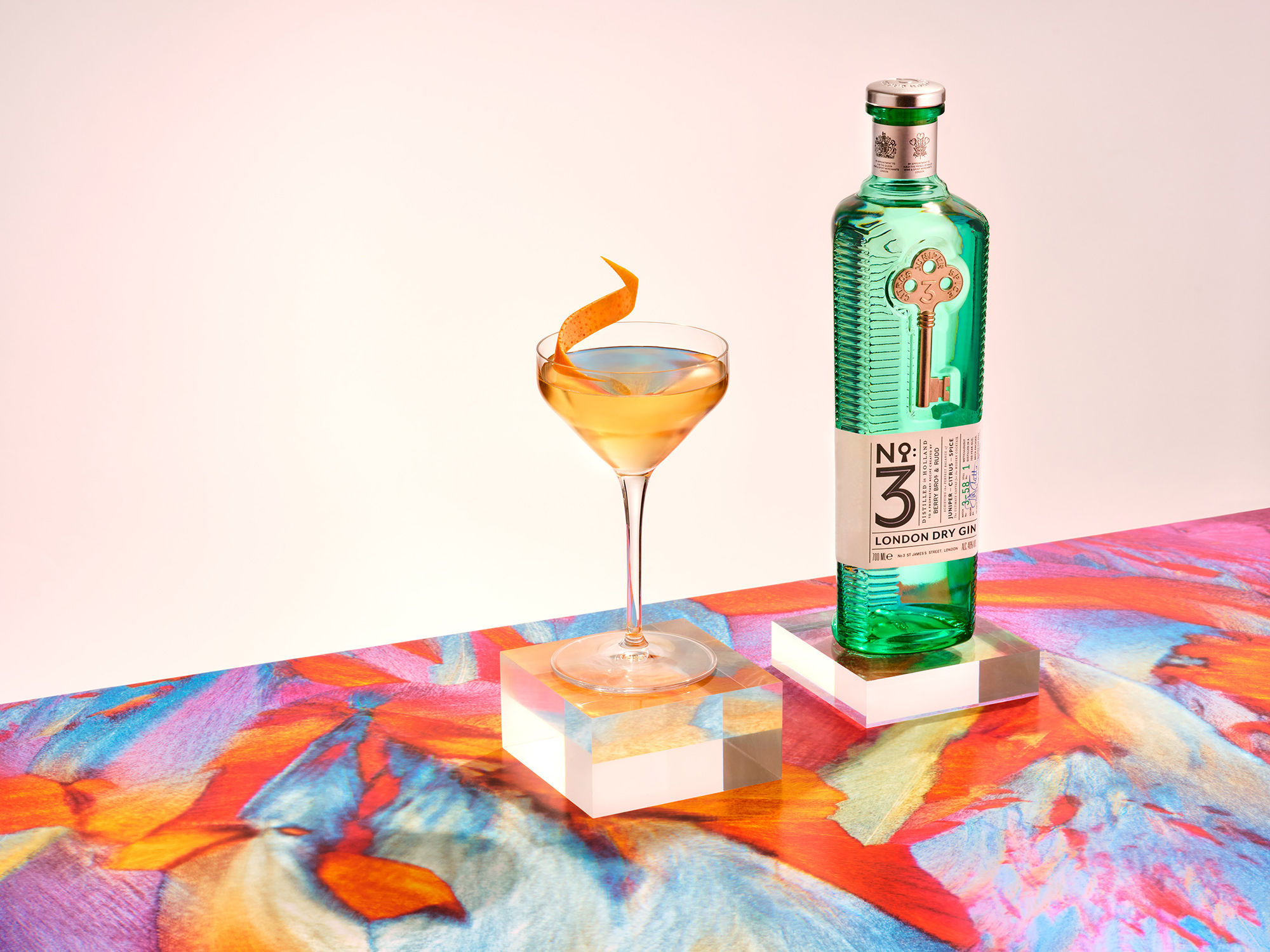 Justin Zoll has also photographed No3 cocktails at 40x magnification